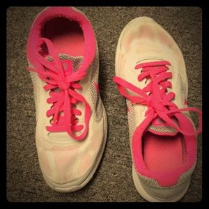 Pink nike shoes!!